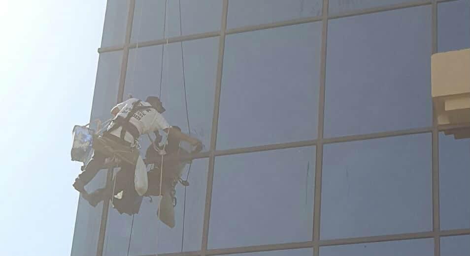 ניקוי חלונות חיצונים בסנפלינג  ברמת גן
